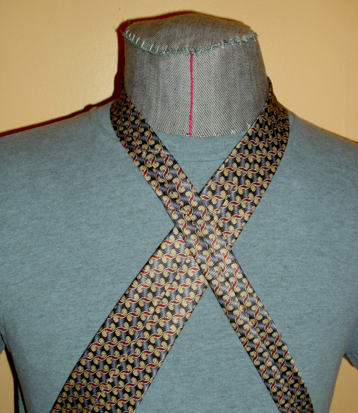 9aae39101a5e With a stand collar, the neckstrap would have to be twisted so its  right-side out, but it gives a very nice shape overall: the thick tie  lining gives the ...