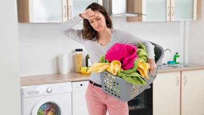 Πώς να... σώσετε τα ρούχα που ξέβαψαν στο πλυντήριο