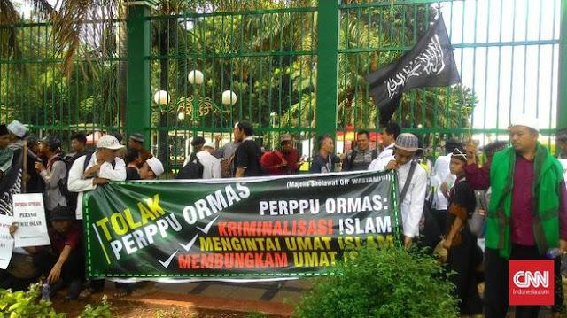 Pekik Khilafah dan Rezim Diktator Bergema di Aksi HTI Tolak Perppu Ormas Kemarin