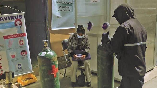 Ministro López anuncia traslado de tubos de oxígeno a La Paz y El Alto por puente aéreo