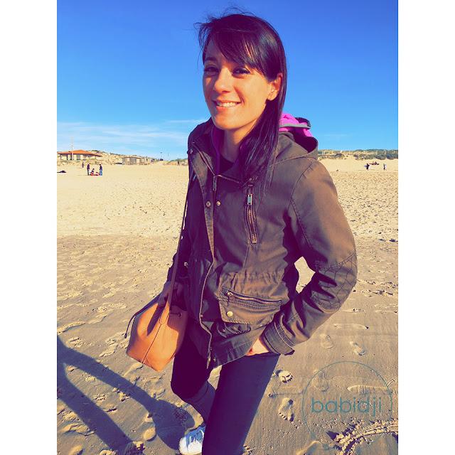 Babidji femme blogueuse sur la plage de Seignosse le Penon