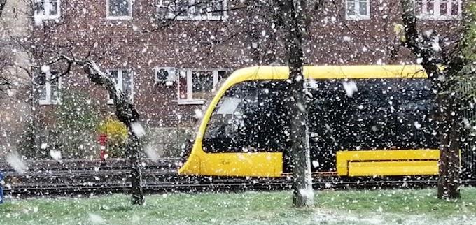 Még tart az áprilisi havazás, most Budapest van soron