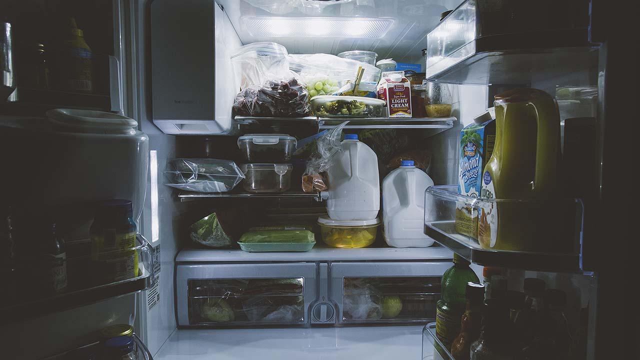 Tips Menyimpan Makanan di Kulkas Agar Tidak Terkena Bakteri