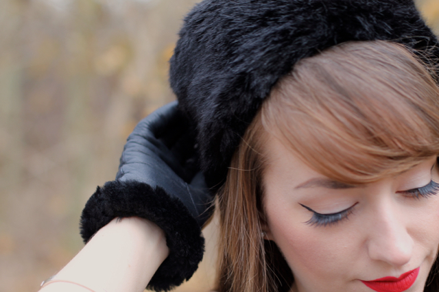 Furry gloves and hat