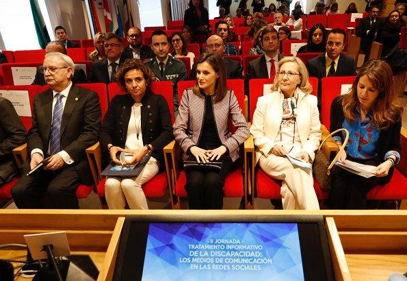 Queen Letizia wore Hugo Boss Keili Jacket and Hugo Boss Taru trousers, and wears Magrit pumps, she carried Carolina Herrera black clutch