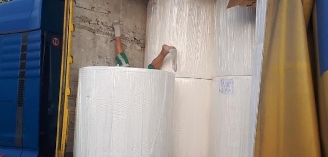 Papírbálába szorult a sofőr, több százmilliós drogügylet lepleződött le - galéria