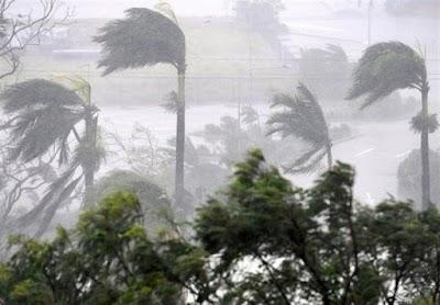 كارثة!!  إعصار مدمير يضرب شرقي الأرض!!