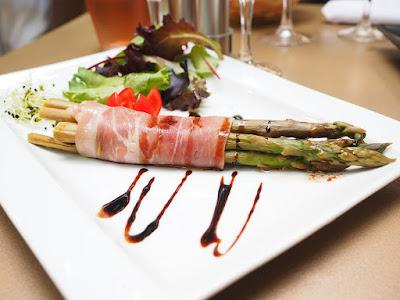 eating healthy, healthy eating, eat healthy, eat healthy food, healthy foods, eating healthy in restaurant,