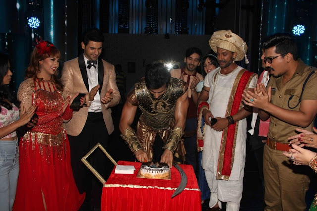Karan Tacker Celebrates Birthday on Sets of Nach Baliye Season 8