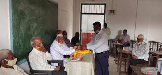 जिले में हिंदी दिवस पर पूर्व प्राचार्य जवाहरलाल चौकसे का सम्मान किया