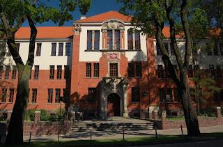 Budynek przy ulicy Drwęckiej 2 w Ostródzie, będący obecnie siedzibą Liceum Ogólnokształcącego im. Jana Bażyńskiego