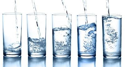 Mitos sobre tomar 8 vasos de agua al día