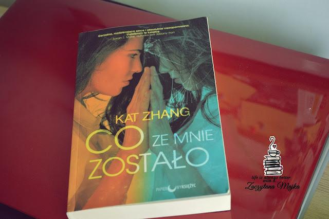 """Musicie to wiedzieć, po prostu uwielbiam tę książkę - recenzja książki #190 - Kat Zhang """"Co ze mnie zostało?"""""""