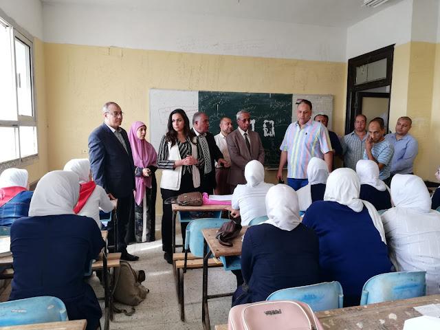 بالصور ..نائب محافظ البحيرة تتفقد عدد من المدارس بمركز ومدينة إدكو