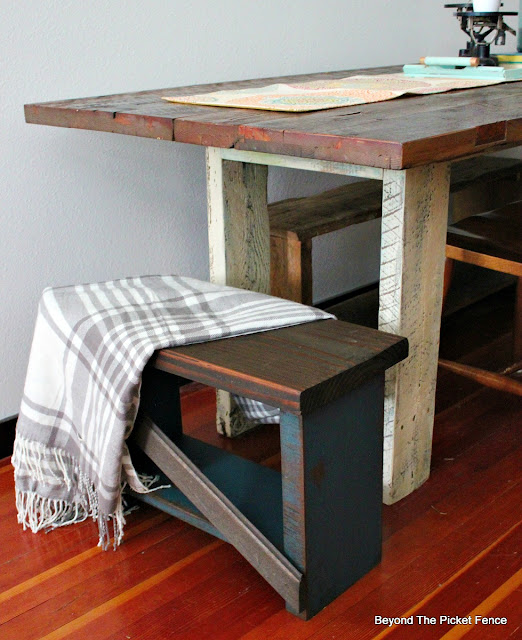 bench, chair, rustic, reclaimed wood, chalk paint, stain, http://goo.gl/8nQZN1