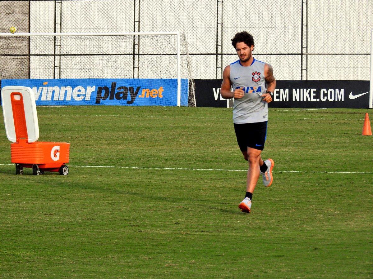 Corinthians paga o Pato e fica com o Mico a90a552787c43
