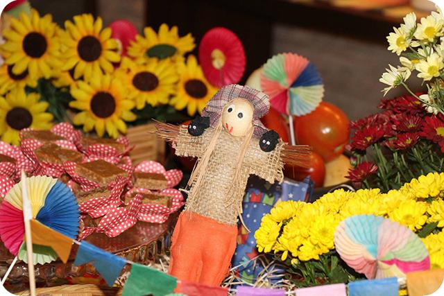 Decoração de Festa Caipira - Junina : Espantalho