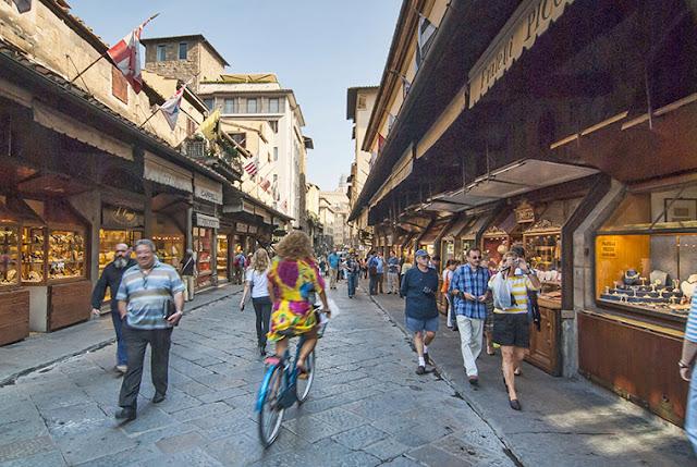 Turismo na Ponte Vecchio em Florença