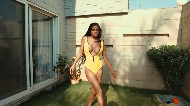 Poonam Pandey hot cleavage in sexy Yellow Bikini Swimsuit