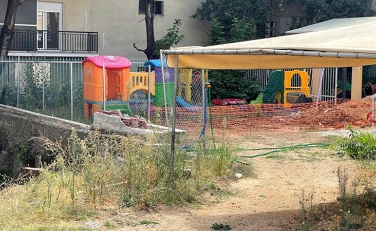 Τα παιδιά του Β΄ Παιδικού Σταθμού Αλεξανδρούπολης δεν βγαίνουν στην αυλή για παιχνίδι λόγω ζημιών από τις περσινές πλημμύρες!