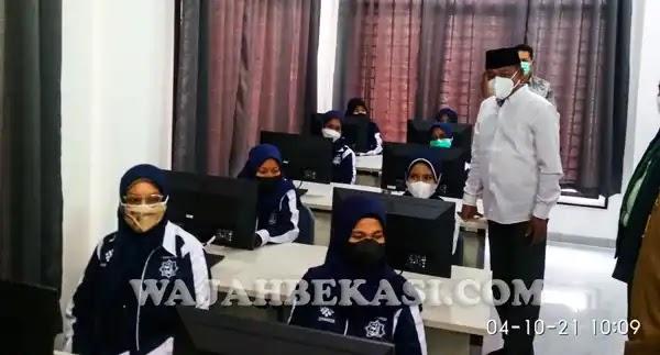 Obon Tabroni Resmikan BLK Komunitas Darul Qohar di SMKIT At-Taqwa 09 Babelan