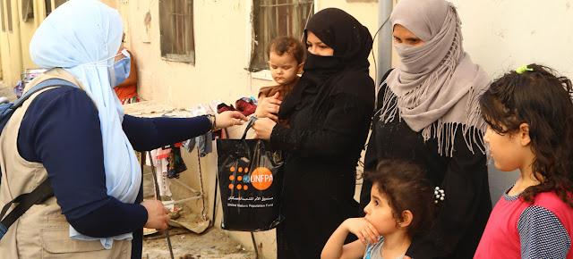 El personal humanitario de la ONU distribuye ayuda a las familias en Beirut.UNFPA