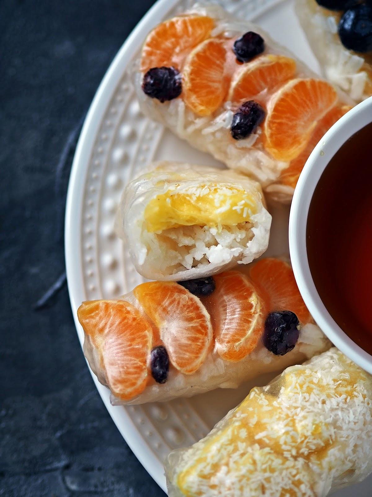 spring rolls z owocami