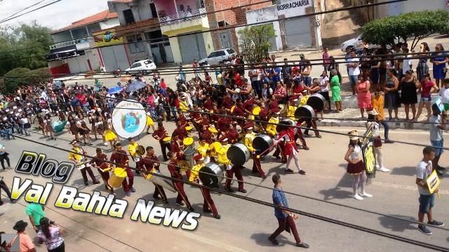 O tradicional desfile cívico em comemoração a Independência do Brasil foi realizado na manhã deste sábado, 7 de setembro de 2019, no centro da cidade de Várzea da Roça-BA.