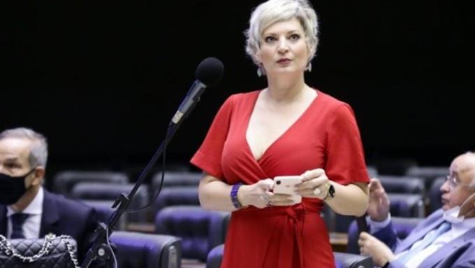 Traidora: Joice Hasselmann protocola PEC para afastar Bolsonaro por falta de sanidade mental
