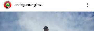 Viral Karena Memanjat Tugu Puncak Gunung Lawu , Seorang Pendaki dibanjiri Caci Maki Hujatan Netizen