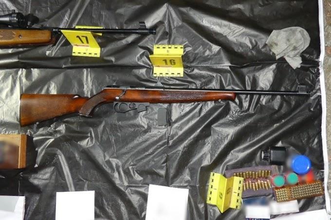Zalában egy férfi 11 kilogramm lőport, több, mint 4000 lőszert, 7 fegyvert birtokolt engedély nélkül