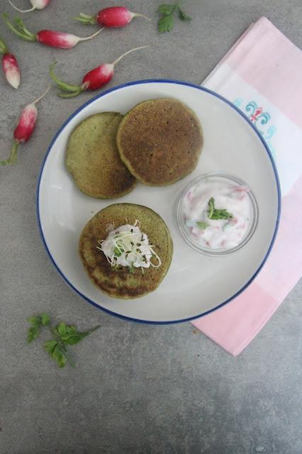 Cuillère et saladier : Pancakes aux fanes de radis (vegan)