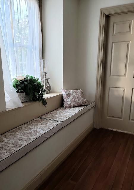 the washington bridal suite window seat