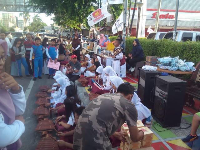 media online lampung - Viral Petang (23/02/2020) Bandar Lampung --- Seiring dengan perkembangan zaman, hampir semua anak usia dini tidak lagi bermain permainan tradisional, bahkan permainan tradisional sudah hampir dilupakan. Anak lebih memilih bermain dengan permainan modern atau digital.