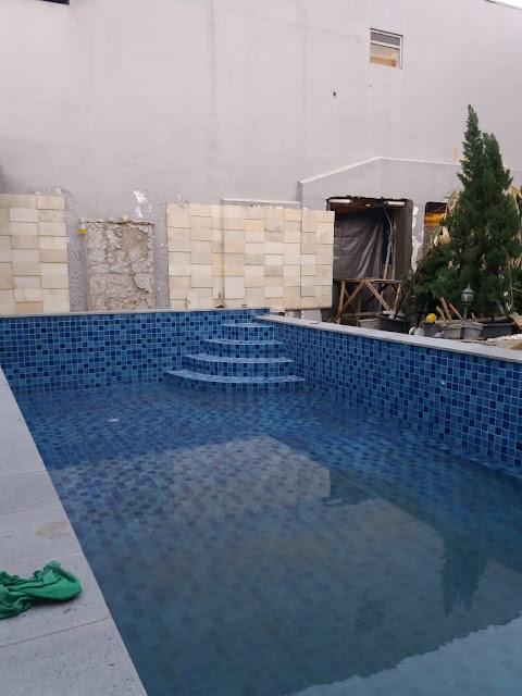 membagun kolam renang baru