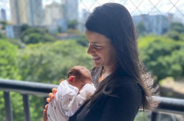 Eficacia-Apos-mae-ser-imunizada-bebe-nasce-com-anticorpos-contra-a-Covid-19-na-Bahia-555x369