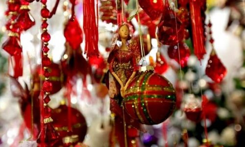 Βαριά καμπάνα έπεσε σε κατάστημα στο κέντρο των Ιωαννίνων, με εποχικά είδη, χριστουγεννιάτικα στολίδια κι άλλα, έπεσε από την αστυνομία μετά από έλεγχο που πραγματοποίησε.