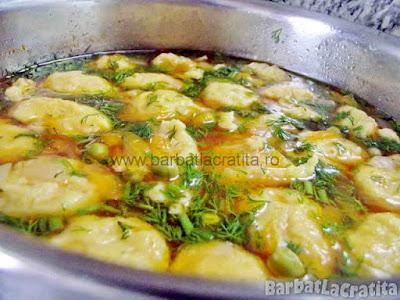 Supa de mazare cu galuste in oala (imaginea retetei)