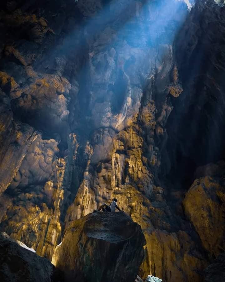 gua kalimantan diatas puncak gunung