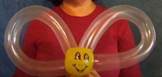 Einfache Ballonmodellage einer Hummel als Ballontier.