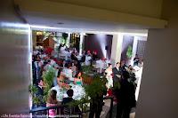 casamento com cerimônia e recepção no salão foyer do grêmio náutico união em porto alegre com decoração simples e elegante em branco dourado e laranja por life eventos especiais