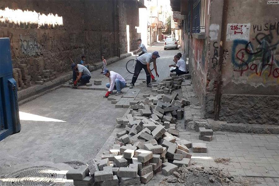 Diyarbakır Bağlar Kaynartepe Mahallesi yıllar sonra hizmetle tanıştı