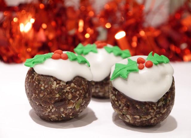 *NUT FREE* Christmas Pudding Energy Balls!