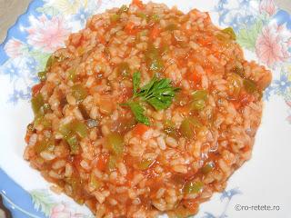 Orez sarbesc reteta pilaf calugaresc cu legume de post cu ceapa morcovi ardei rosii bulion sos tomat retete culinare mancare de casa,