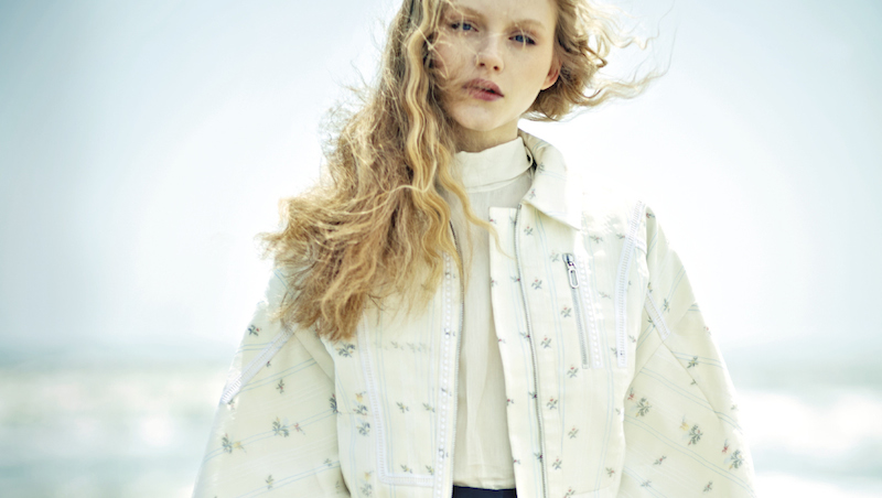 seaside story: emma laird and kadri vahersalu by hao zeng for vogue taiwan july 2015