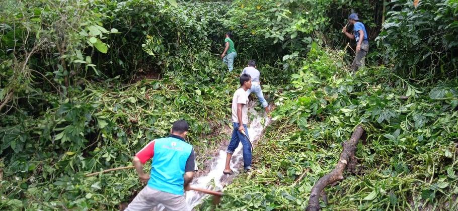 Relawan LPD Indonesia Gotoroyong di Lembah Terang, dalam mempersiapkan sarana Air Bersih Untuk Masyarakat KAT