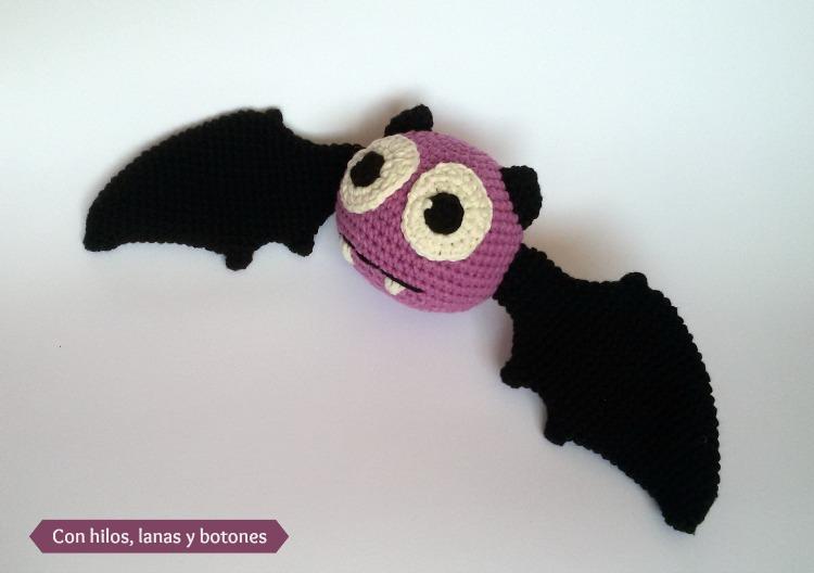 Murciélago amigurumi lila | Con hilos, lanas y botones
