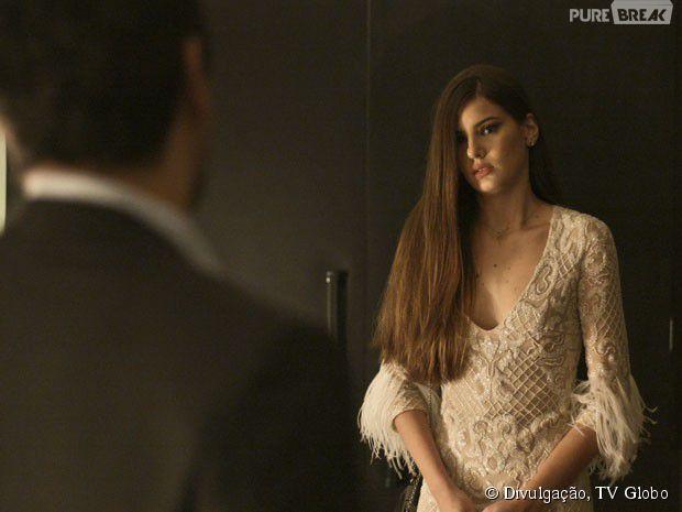 Vestido de plumas da Angel, em verdades secretas, primeiro encontro com Alex (Rodrigo Lombardi)