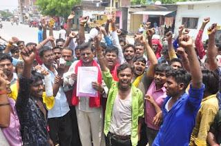 ई-रिक्शा चालकों का प्रदर्शन, संचालन ठप्प कर किया विरोध  | #NayaSaberaNetwork