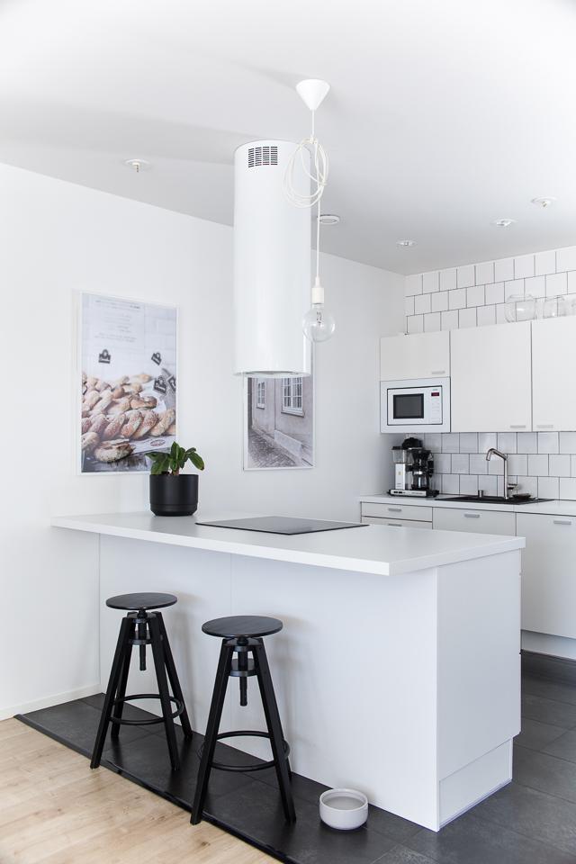 Villa H, valkoinen keittiö, keittiön sisustus
